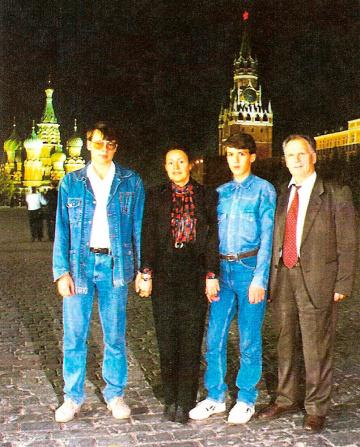Moskva-den-rohgdeniai-Aleshi.-Slevo-napravo-Alesha-Natalai-Sasha-I.A.Shapovalov