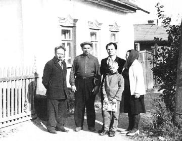 vozle-roditelskogo-doma-v-g-Pytivle